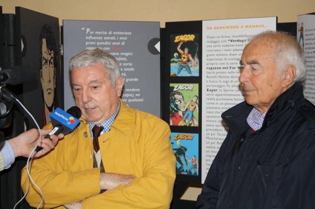 Sergio Bonelli e Gallieno Ferri sendo entrevistados pela TV