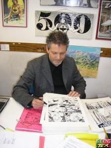 Moreno Burattini na redacção conferindo originais