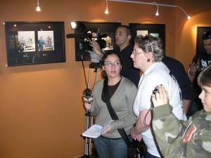 Tizziana Giorgini sendo intéprete para a TV Amadora