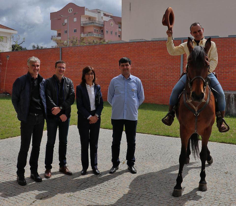 Tex Willer e Dinamite com o Presidente do Clube Tex Portugal e com as mais altas individualidades da cidade de Anadia